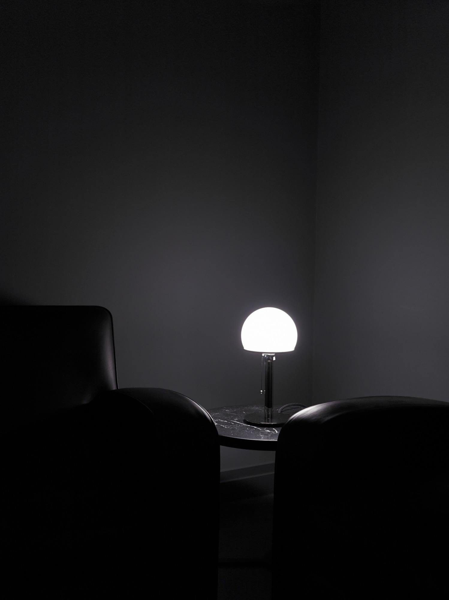 WA 24 / WA24 Wilhelm Wagenfeld Lampe de Table Tecnolumen